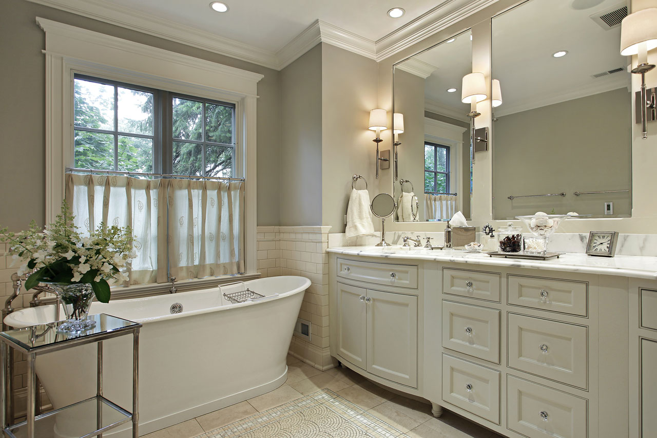White clean bathroom design